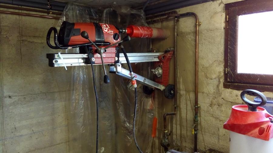Rénovation chaudière carotage du mur
